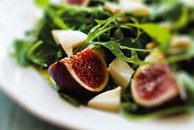 salata s plodove
